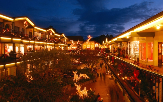 201411-w-americas-best-towns-for-the-holidays-9-carmel-by-the-sea-california